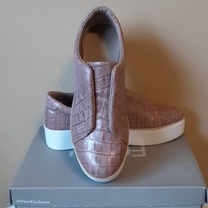 CLEARANCE M4D3 LEATHER SNEAKERS SZ: 8.5